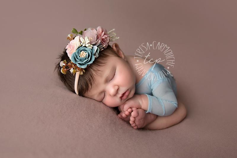 12-6-17_47A7928 teresa carmouche photogrpahy,newborn photography, swaddled newborn, newborn smiles,baton rouge newborn photographer, neworleans photographer, neutral, flower
