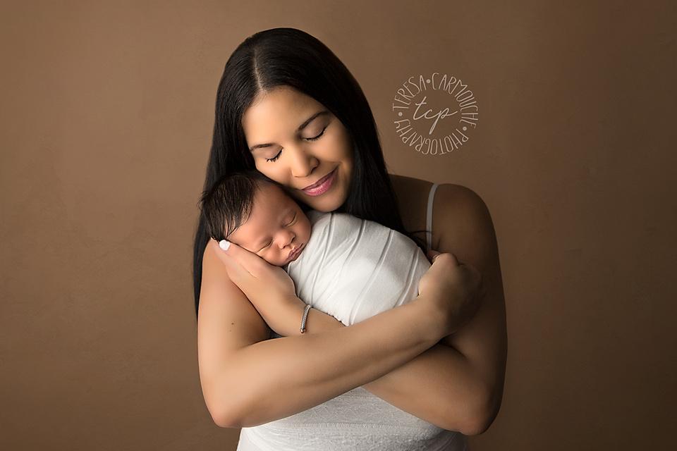 20180416_0085 teresa carmouche photogrpahy,newborn photography, swaddled newborn, parent poses,baton rouge newborn photographer