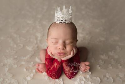 12-22-171831 teresa carmouche photogrpahy,newborn photography, froggy pose,newborn safety, newborn smiles,composite,baton rouge newborn photographer