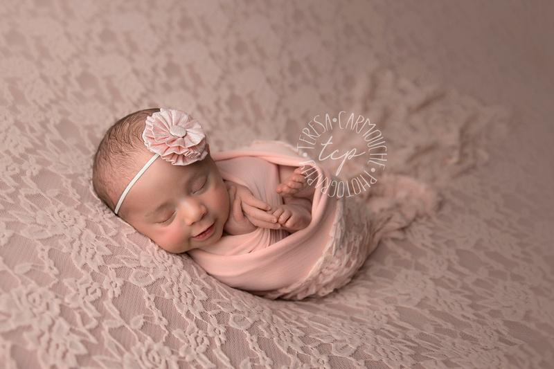 12-22-171831 teresa carmouche photogrpahy,newborn photography, swaddled newborn, newborn smiles,baton rouge newborn photographer